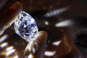 """""""TRUFFA"""" DEI DIAMANTI: nessun coinvolgimento della banca se il valore delle pietre acquistate si rivela inferiore"""