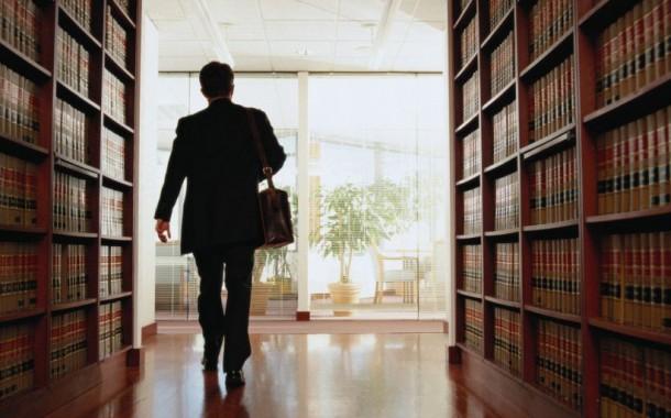 PROCEDIMENTI DISCIPLINARI AVVOCATI: l'individuazione delle condotte costituenti illecito disciplinare è rimessa all'Ordine professionale